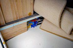 Der serienmäßige Doppelboden wird mit der Alde-Warmwasserheizung komplett beheizt. (Foto: det)