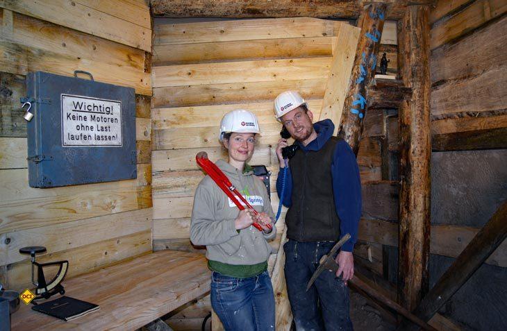 Abenteuer und Action untertag: Geschäftsführer Christoph Brand und eine Mitarbeiterin im Bergwerk Holzminden. (Foto: Solling-Vogler-Tourismus)