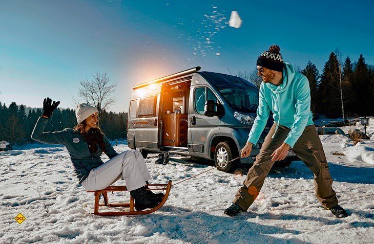 Der Wohnmobil-Vermietprofi McRent empfiehlt die besten Plätze in den Alpen zum Wintercamping. (Foto: Truma)
