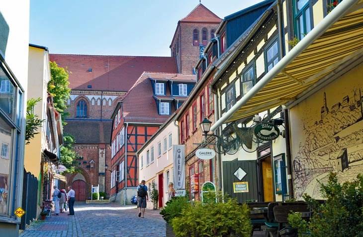 Die Warener Innenstadt feierte im Jahr 2016 mit ihren idyllischen Gässchen, Fachwerkhäusern und Backsteinbauten 25 Jahre Stadtsanierung (Foto: Heidi Goerlt)