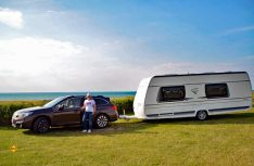 Wer seinen Führerschein nach 1999 gemacht hat, benötigt zum Ziehen von Caravans ab einem bestimmten Gewicht die B96 Erweiterung. Die PremiumCamps unterstützen Campingfreunde beim Erwerb des Führerscheins. (Foto: Fendt)