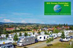 Vital Camping Bayerbach hat den DCC-Europapreis 2018 des Deutschen Camping-Clubs erhalten. Die hohe Auszeichnung für das Fünf-Sterne-Wellness- und Ferienresort in Niederbayern gilt im Jahr 2018. (Foto: Vital Camping Bayerbach/ Tonya Schulz)