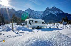 Camping im Winter? Campingplätze wie das Camping Resort Zugspitze bei Garmisch-Partenkirchen sind für die weiße Jahreszeit bestens gerüstet. (Foto: Camping Resort Zugspitze)