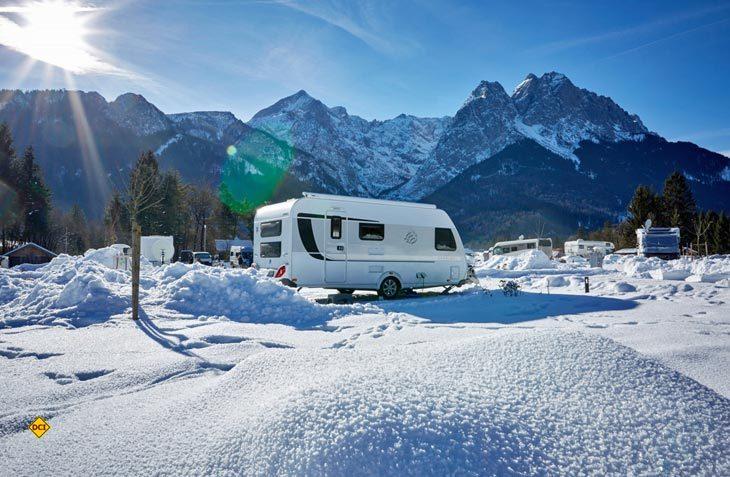 Mit der richtigen Ausrüstung vom Fachhändler macht Caravaning auch im Winter Spass. (Foto: Camping Resort Zugspitze)