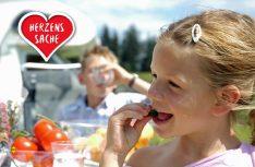 """Tolle Aktion: Unter dem Motto """"Sie kaufen. Wir spenden"""" unterstützte InterCaravaning die Aktion Ein Herz für Kinder mit einer Spende von 100.000,- Euro. (Foto: Intercaravaning)"""