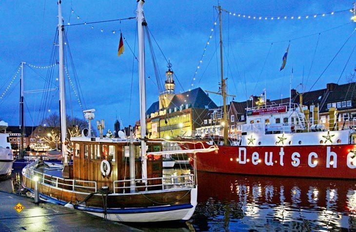 Winterzauber an der Küste. Maritimer Weihnachtsmarkt Engelkemarkt in Emden. (Foto: Ostfriesland Tourismus)