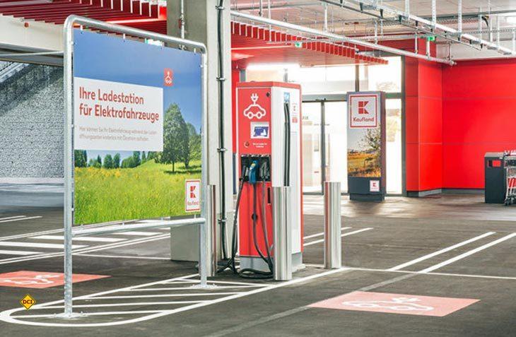 An 100 Kaufland Lebensmittel-Filialen sollen im nächsten Jahr E-Ladestation installiert werden. (Foto: Kaufland)