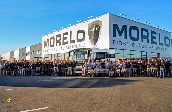 Stolzes Jubiläum: Nach nur sieben Jahre hat das 1.500ste Luxus-Reisemobil die Produktionshallen von Morelo verlassen. (Foto: Morelo)