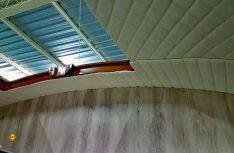 Isolierung, Innenverkleidung und der Einbau des Hubdaches. (Foto: Yumos)