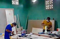 In der werkseigenen Schreinerei werden die hochwertigen Möbel gefertigt und angepasst. (Foto: Yumos)