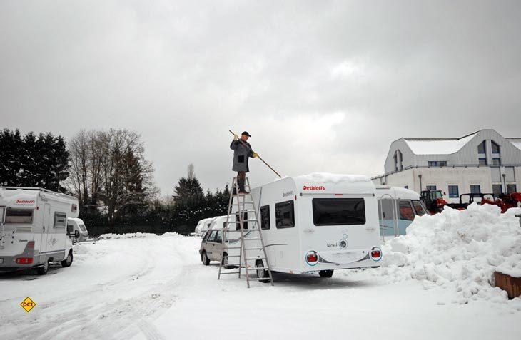 Nicht nur Frost, Schnee und Eis nagen an der Substanz des Caravans oder Wohnmobils im Winter, auch Einbruch und Vandalismus sind an ungeschützten Orten keine Seltenheit. (Foto: det)