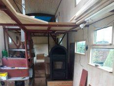 Das sieht schon sehr wohnlich aus. Highlight - der Wamsler Hüttenofen Etna. (Foto: ls)