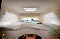 Die luxuriösen Einzel-Längsbetten als Hubbett im Concorde Carver 791 RL. (Foto: Werk)