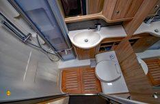Der Sanitärraum ist ordentlich dimensioniert und gut ausgestattet. (Foto: det)