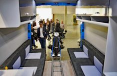 Varibler Einsatz möglich: Durch den flexiblen Möbelbau kann wie hier ein Motorrad mit an Bord genommen werden. (Foto: det)