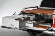 Vanessa Mobilcamping präsentiert eine komplette Mobilküche mit Auszügen auf der Ladefläche des MB X-Klasse. (Foto: Mercedes-Benz Vans)