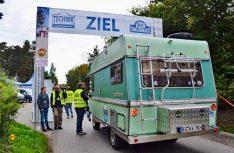 Jeder ist ein Gewinner auf der Technik Caravane Rallye: Oldtimer-Womo bei der Zieleinfahrt. (Foto: Technik Caravane)