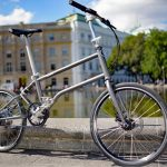 Chic mit eingebautem Rückenwind – Das neue Faltrad Bike+ von Vello