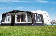 Das Caravan Komfort-Zelt Swing 300 begeistert auf den ersten Blick durch seine attraktive Optik und zeitgemäße Farbgestaltung. (Foto: dwt)
