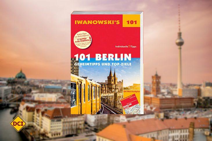 Die aktuelle Ausgabe des 101-Berlin-Reiseführers... 288 Seiten, komplett farbig, mit zahlreiche Abbildungen und Karten in der Umschlagklappe. NEU: Mit herausnehmbarer Reisekarte! (Foto: Verlag)