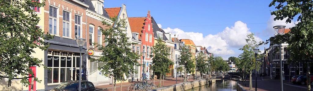 Leeuwarden mit Gracht. Schöner Flair macht Lust auf einen Besuch. (Foto: C messier[CC BY-SA 4.0 (https://creativecommons.org/licenses/by-sa/4.0)]