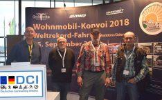 Gemeinsam am Stand und am Start v.l.n.r.: Thomas Schmies (D.C.I.), Walter Häusler (Konvoi), Rudolf Miksche (Konvoi), Horst Ahnert (Konvoi). (Foto: hcb)