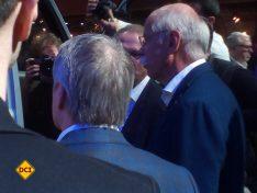 Stets umlagert: Dieter Zetsche bei diesem Mega-Event der Branche mit der Weltpremiere des Sprinter. (Foto: tom)