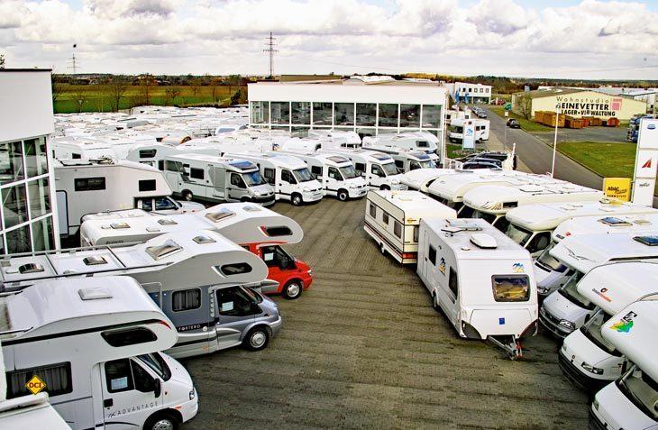 Gebrauchte Caravans und Reisemobile sind dabei besonders für Caravaning-Einsteiger eine günstige Alternative zum Neukauf. Worauf beim Kauf eines gebrauchten Freizeitfahrzeugs zu achten ist, weiß der Deutsche Caravaning Handels-Verband DCHV. (Foto: det)