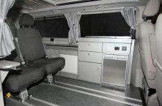 Statt einer Sitzbank bieten den neuen Sunvan-Modelle von Köhler jetzt flexible Einzelsitzlösungen mit einem Schienensystem an. (Foto: Köhler)