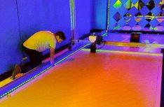 Die Bodenplatte des Wohnwagen ist im Drucker montiert, ab dem 8. Febraur geht´s los mit dem Drucken des Wohnwagens. (Foto: Create Café 3D Printing Solutions Inc.)