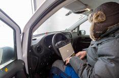Mit klammen Fingern bei eisiger Kälte am Polarkreis: Die Daten sprechen für sich. (Foto: Mercedes-Benz)