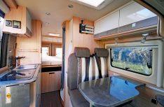 Ein harmonischer Wohnraum mit edler Anmutung kennzeichnet den City Car 640 von Bürstner. (Foto: det)