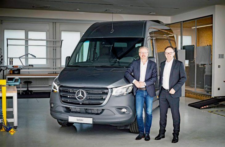 Von links: Volker Mornhinweg, Leiter Mercedes-Benz Vans, mit Christian Bauer, Geschäftsführer von Hymer. Reisemobil-Hersteller Hymer ist langjähriger Partner von Mercedes-Benz Vans und wird größter Kunde für den neuen Sprinter. (Foto: D.C.I.-Archiv)