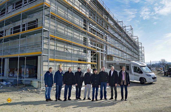 Großer Bahnhof: Dethleffs feiert Richtfest der neu gebauten Werkshalle in Isny. (Foto: Dethleffs)
