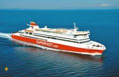 Mit einer Schnellfähre wie von Superfast geht es flott über das Wasser. (Foto: Superfast Ferries)