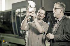 Für easydriver-Produkte made in Germany ist modernste Technik bei der Fertigung im Einsatz, natürlich auch wenn speziell entwickeltes Hightech-Material in Form gebracht wird, wie hier beim easydriver-Gehäuse. (Foto: Reich)