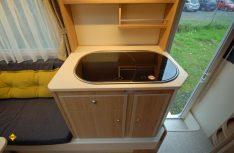 Minus: Der Küchenblock hat kaum Arbeitsfläche. (Foto: det)
