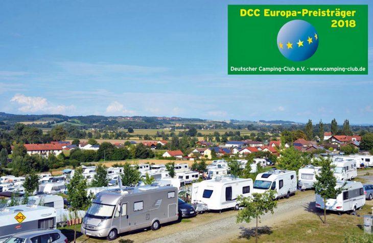 Auf der Messe Reise & Camping in Essen erhielt das Fünf-Sterne Camping-Resort Vital Camping Bayerbach den DCC-Europapreis 2018 des Deutschen Camping-Clubs. (Foto: Vital Camping)