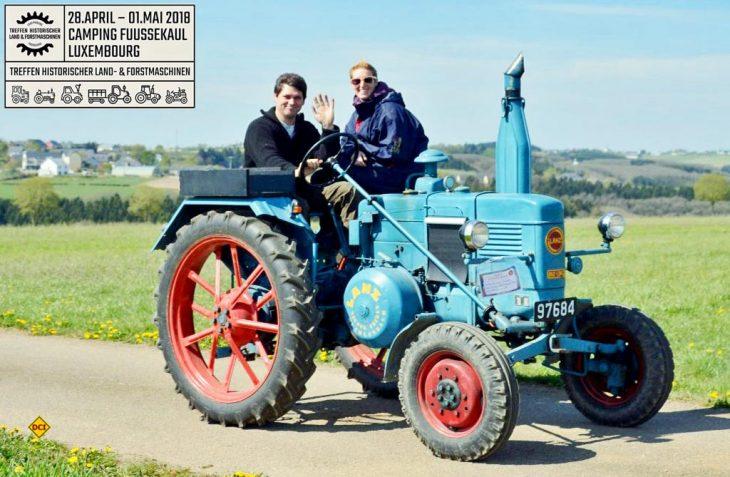 In den Luxemburger Ardennen kann sich am 1. Mai ein Traum aller junggebliebenen und technikbegeisterten Männer erfüllen: Traktorfahren auf Camping Fuussekaul. (Foto: Camping Fuussekaul)