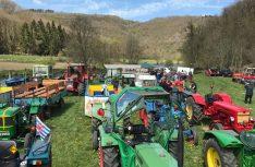 Über hundert alte Landmaschinen und Ackergeräte mit einem kompletten Prgramm sind auf dem Landmaschinen-Treffen in Heiderscheid zu sehen. (Foto: Camping Fuussekaul)