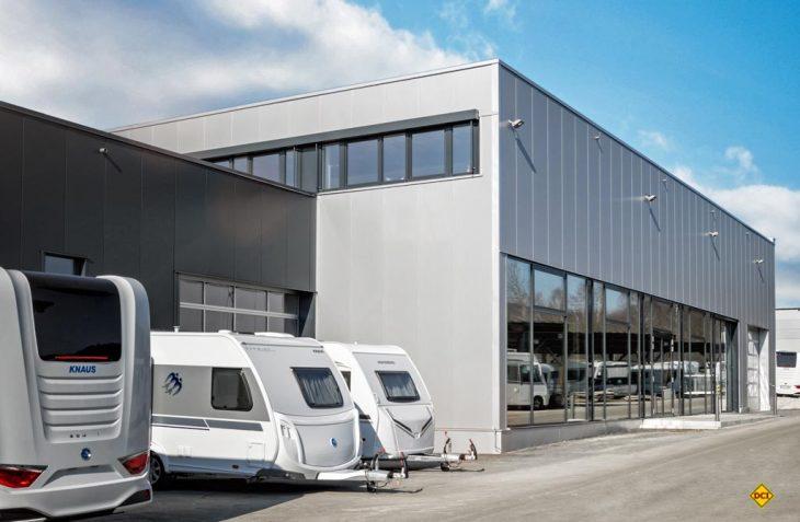 Neuer Kundenservice: Das Auslieferungszentrum am Hauptsitz von Knaus Tabbert in Jandelsbrunn. (Foto: Knaus Tabbert)