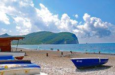 Die Küste Montenegros bietet feine Sandstrände. (Foto: det)
