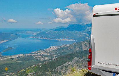 Wohnmobile herzlich willkommen - Montenegro ist mit unberührter Natur, schwarzen Bergen, grünen Täler und tiefblauem Meer ein ideales Womo-Land. (Foto: det)