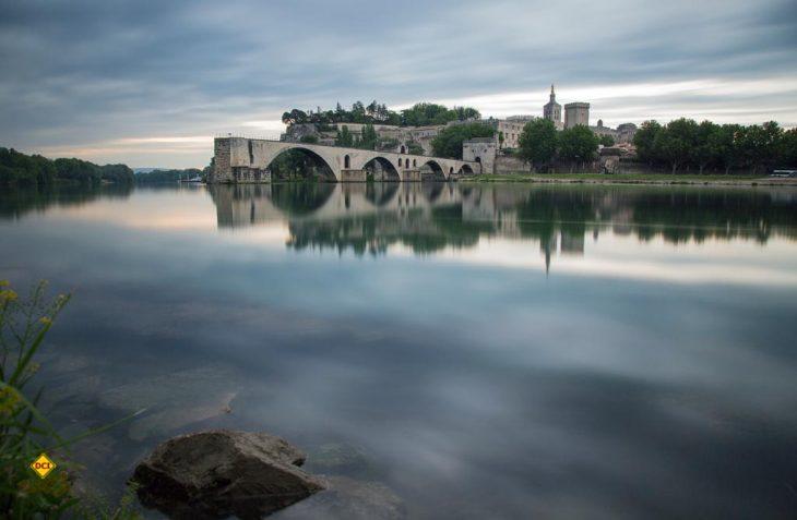 Sehnsuchtsort Nummer 1 an der Route National 7: Avignon mit der weltbekannten Brücke Pont Saint Bénézet. (Foto: Cotes du Rhone)