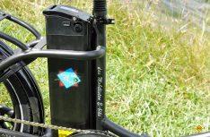 Der Samsung-Akku ist diebstahlgeschütz und kann zum Laden abgenommen werden. (Foto: det)