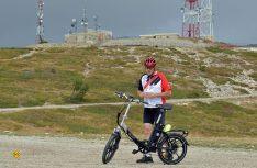 Geschafft: Der Profi am Gipfel des Montagne de Lure auf knapp 1.800 Meter Höhe. (Foto: det)