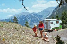 Schon drei Jahre vor der Gründung des WOMO Verlags war die Familie Schulz auf großer Fahrt mit einem Tischer-Wohnmobil in Griechenland. (Foto Verlag)