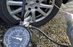 Auch mit und trotz RDKS sollte man den Reifendruck zusätzlich noch manuell prüfen. (Foto: DVR)