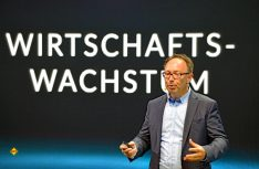 Hymer Geschäftsführer Christian Bauer konnte erfreuliche Zahlen und innovative Neuheiten vermelden. (Foto: det)
