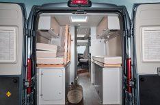 Das Heckbereich kann durch das variable Bett schnell zum Laderaum für Sportgeräte und Urlaubsuntensilien umgebaut werden. (Foto: Werk)